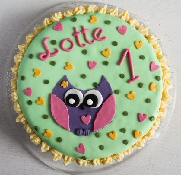 owl fondant cake with filling