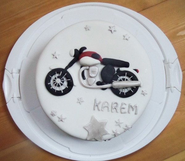 motocycle cake with fondant