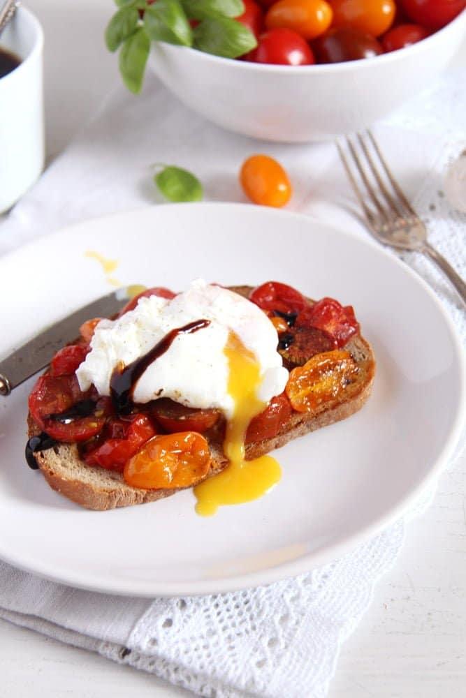 poached egg on roasted tomato toast