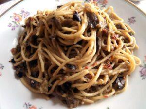 spaghetti with aubergines 300x225 spaghetti with aubergines