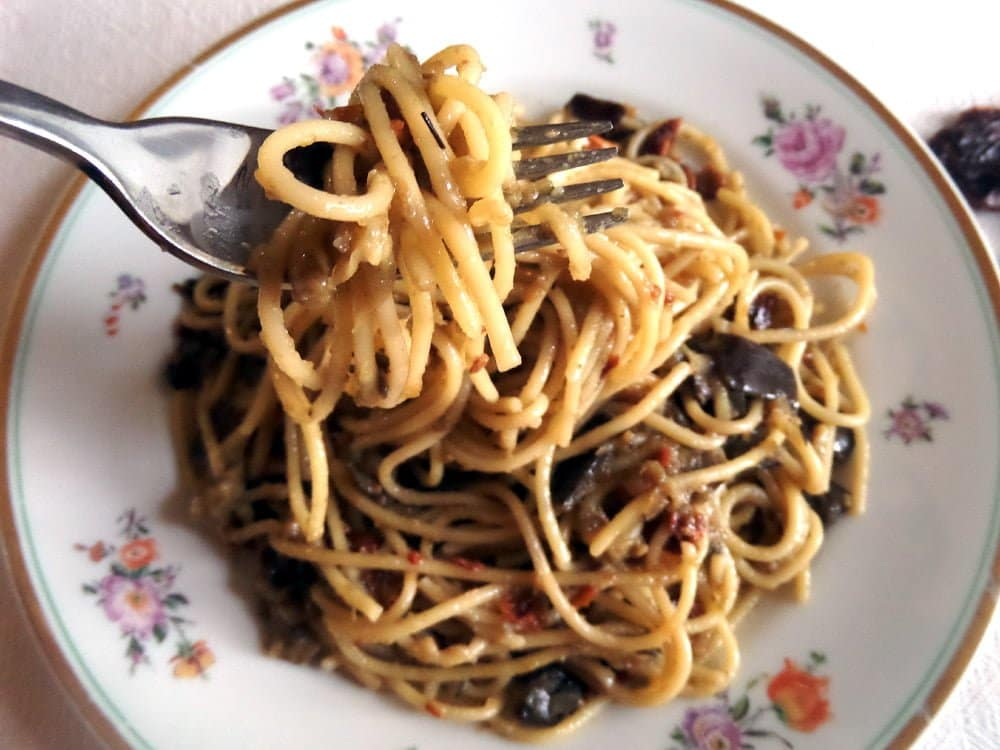 spaghetti with aubergines1 Spaghetti with Skinny yet Creamy Green Onion Pepper Sauce