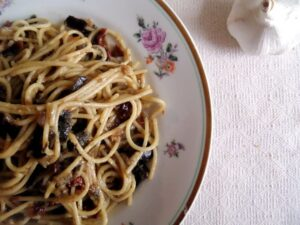 spaghetti with aubergines2 300x225 Spaghetti With Aubergines