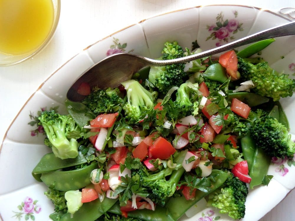 green broccoli salad with chpped tomatoes and snow peas