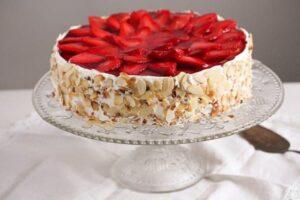 strawberry cheesecake 2 300x200 Strawberry Cheesecake with Cream Cheese and Yogurt Filling