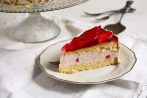 strawberry cheesecake 4 300x200 Strawberry Cheesecake with Cream Cheese and Yogurt Filling