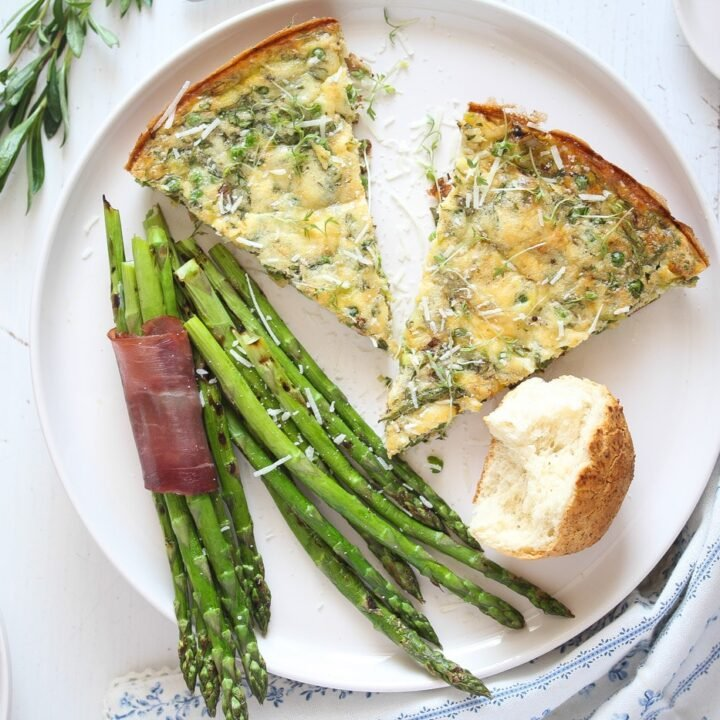 frittata wedges with dinner rolls and asparagus