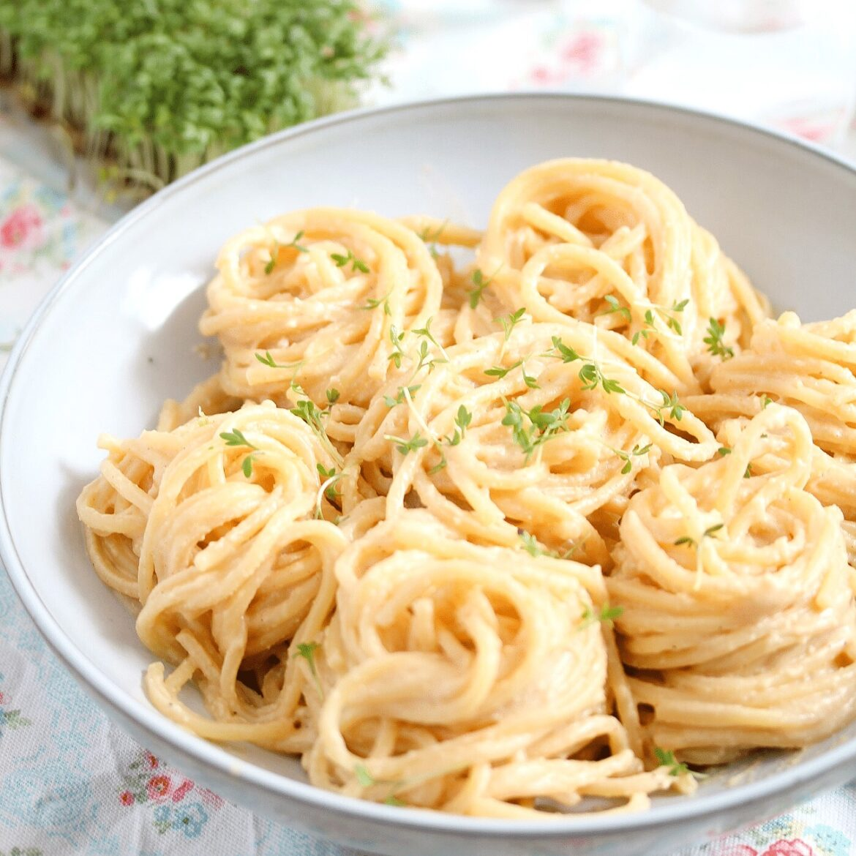 vegan cauliflower mac and cheese in a pasta bowl