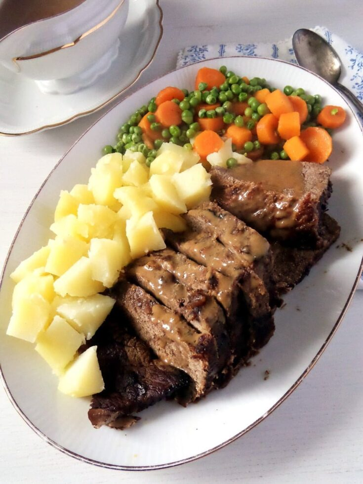 Balsamic beef with potatoes and vegetables, a classic Sunday lunch, hearty, comforting and always in. #whereismyspoon #roastbeef #beefrecipes #germanbeef #roastingbeef #sundaylunch #sundayroast #roastmeat