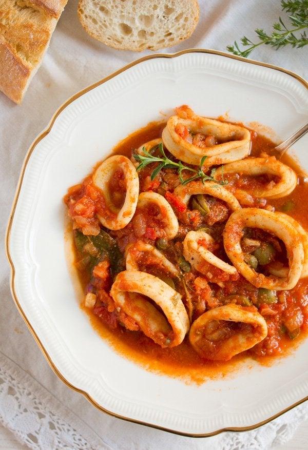 calamari in tomato sauce