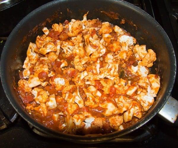 cauliflower in tomato sauce 2 Cauliflower In Tomato Sauce – Vegan Cauliflower Recipe