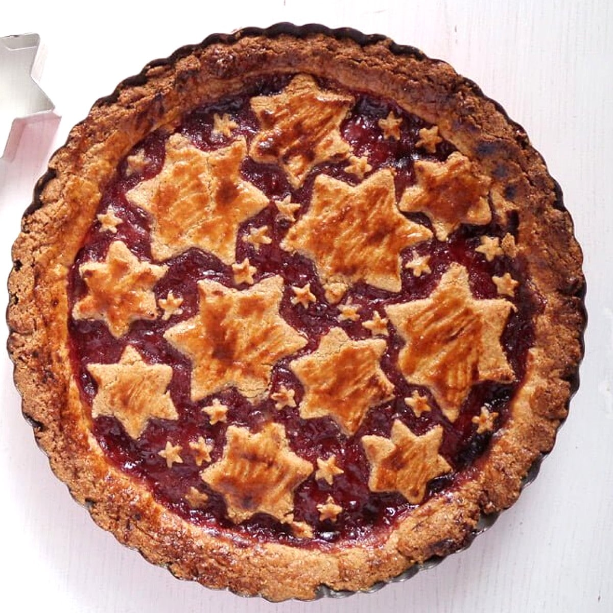 original linzer torte with redcurrant jam and pastry