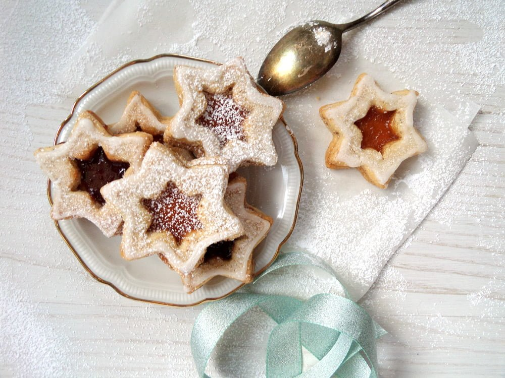star cookies pl%C3%A4tzchen Spitzbuben   German Star Shaped Almond Jam Cookies