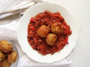 veggie meatballs baked 300x225 Delicious Vegetable and Chickpea Meatballs in Bell Pepper Sauce