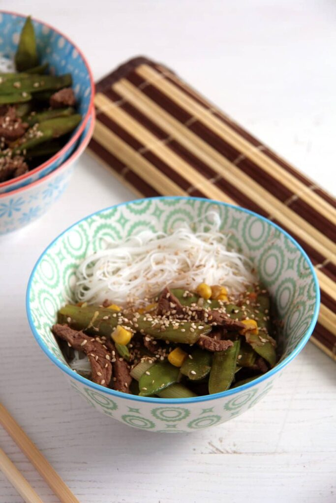 beef with vegetables 683x1024 Aromatic Beef Rice Noodles Bowl with Green Onions