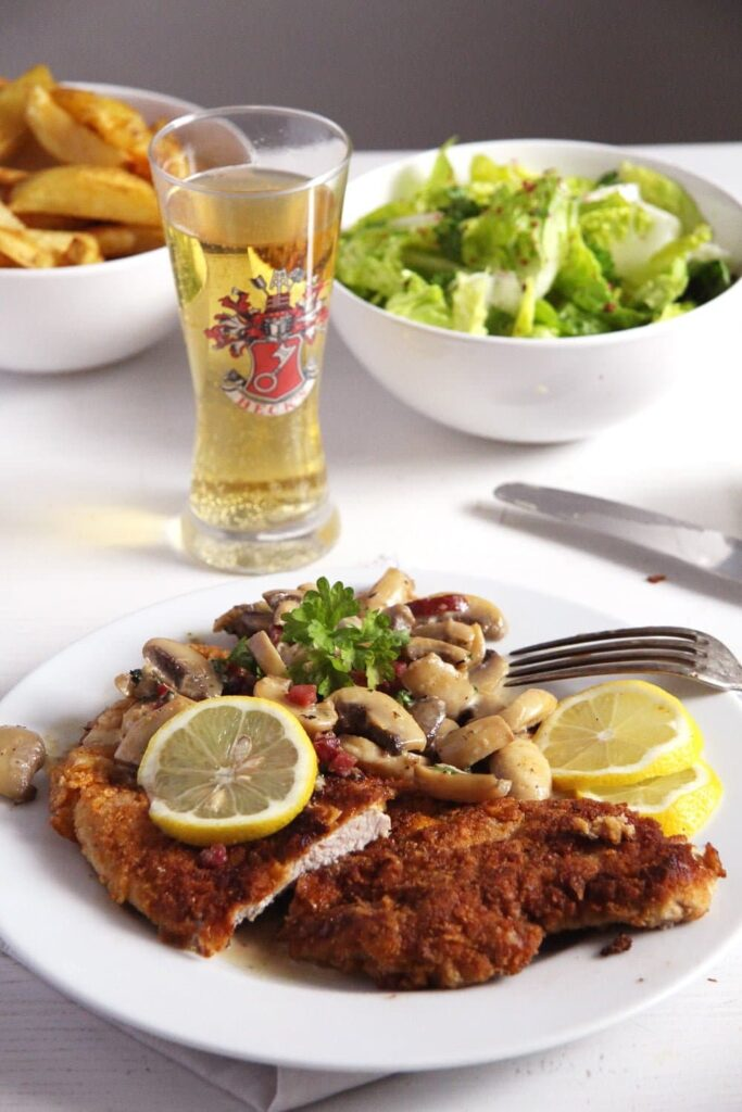 Hunter's Schnitzel jägerschnitzel with mushrooms