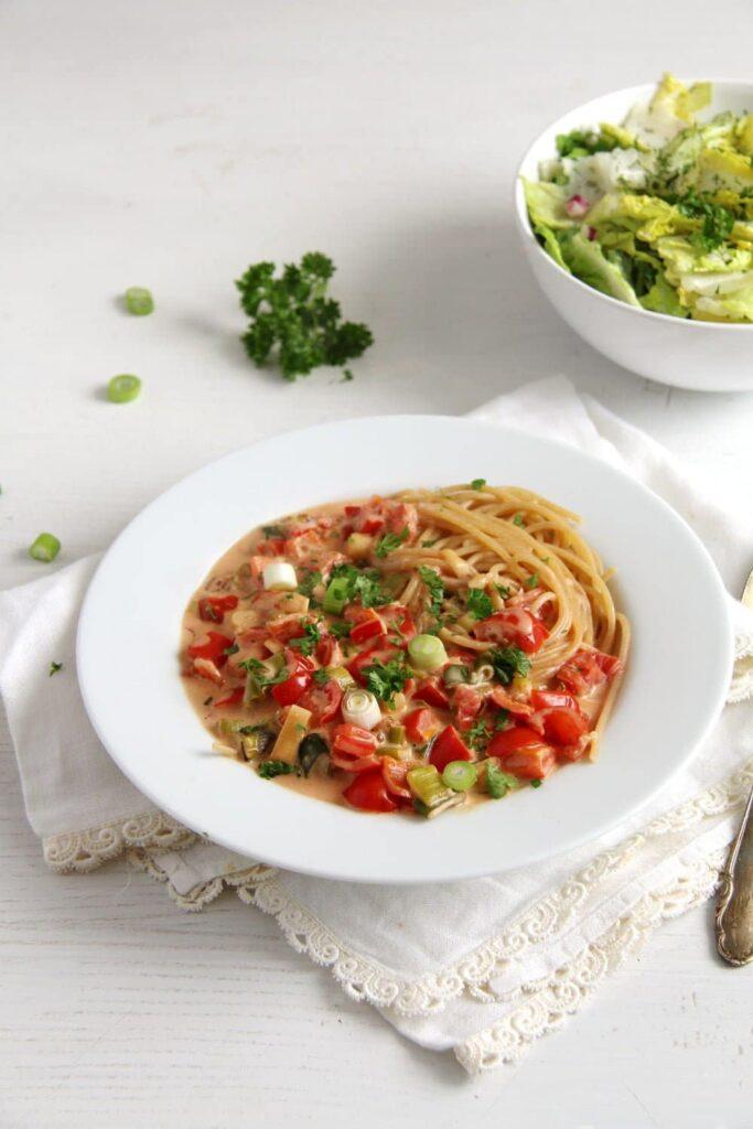 spaghetti green onion cream 683x1024 Spaghetti with Skinny yet Creamy Green Onion Pepper Sauce