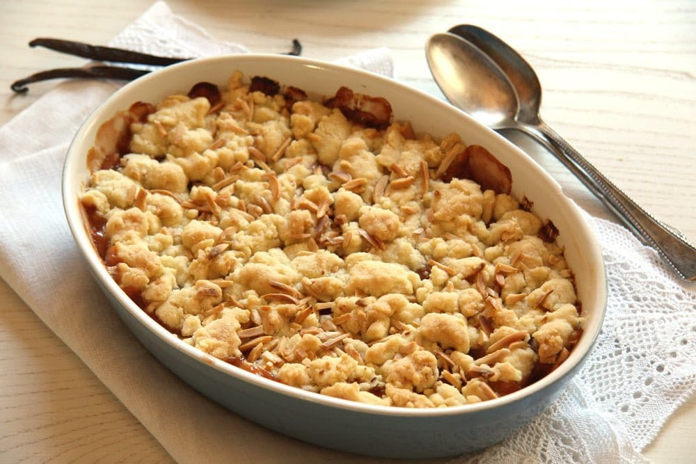 rhubarb crumble apple Easy Red Currant Cobbler with Almonds