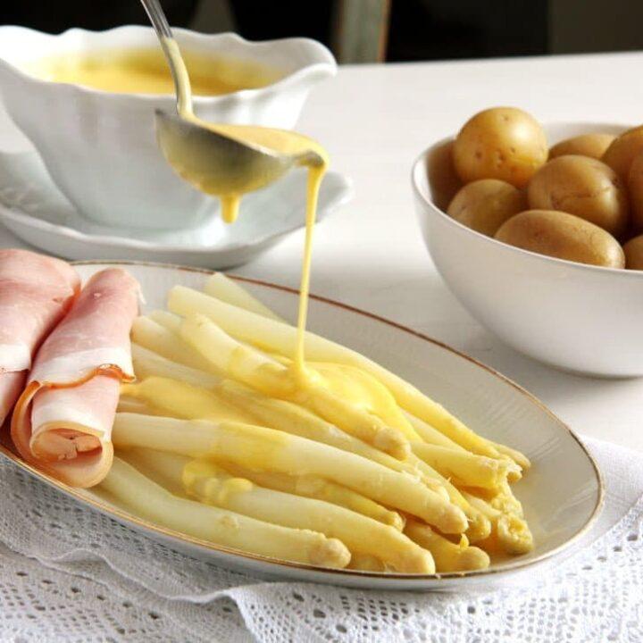 white asparagus with sauce hollandaise