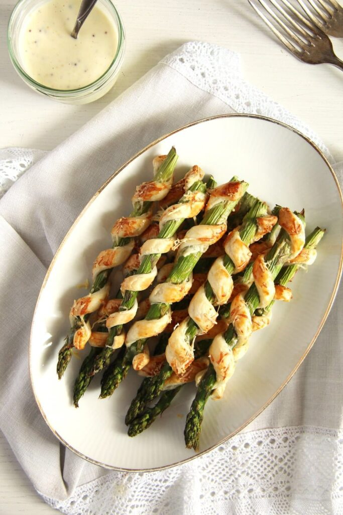 asparagus puff pastry 683x1024 Crispy Asparagus in Puff Pastry with Homemade Lemon Mayonnaise
