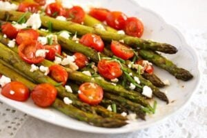 roasted spargel 6 300x200 Roasted Asparagus Recipe with Tomatoes and Feta