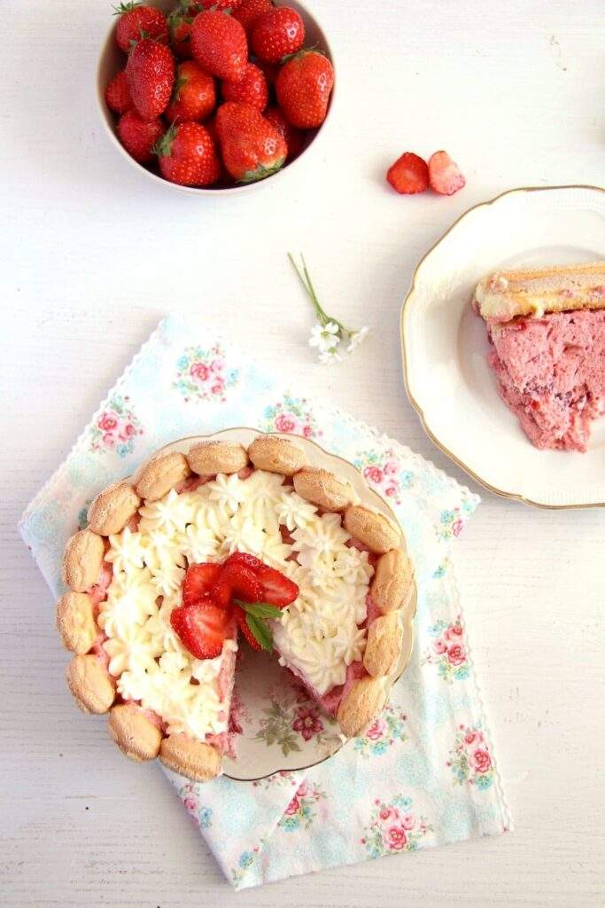 strawberry cake charlotte 683x1024 Strawberry Mousse Charlotte with Ladyfingers and Cream