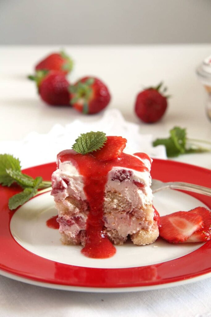 strawberry tiramisu mascarp 683x1024 Amazing Strawberry Tiramisu with Mascarpone and Quark