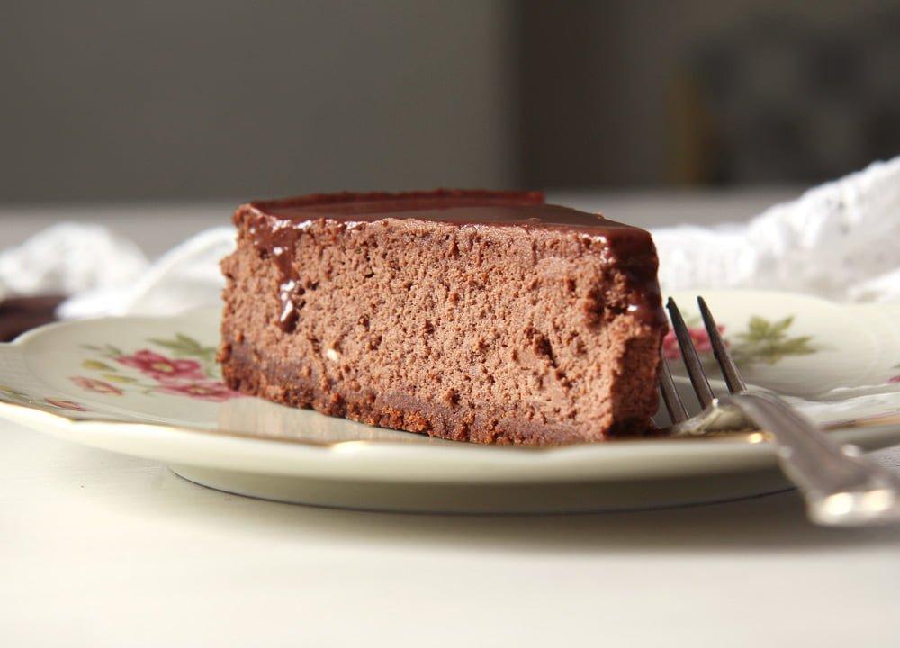 chocolate cheese cake lawso Vanilla Chocolate Layer Cake with Ganache   Prajitura Televizor