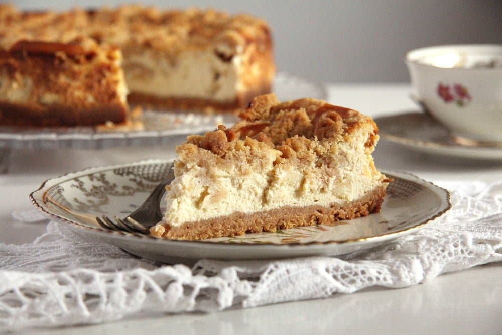 sliced apple crumb cheesecake