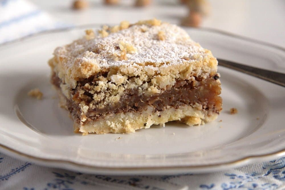 apple hazelnut slice Flaky Apple Hazelnut Pie with Cinnamon