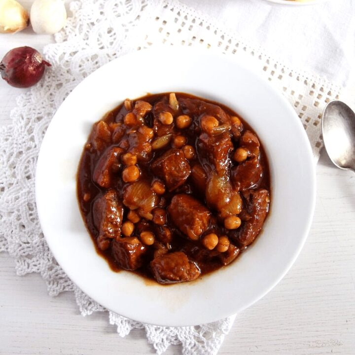 spanish pork stew with onions and chickpeas