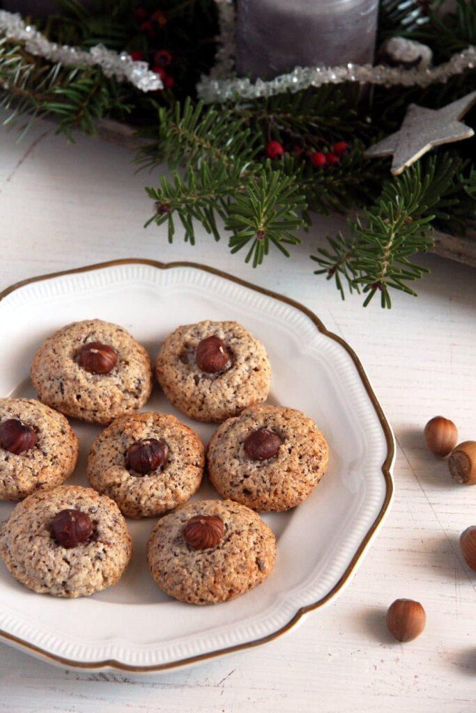 hazelnut macaroons egg whit 683x1024 Chewy German Hazelnut Macaroons   Nussmakronen