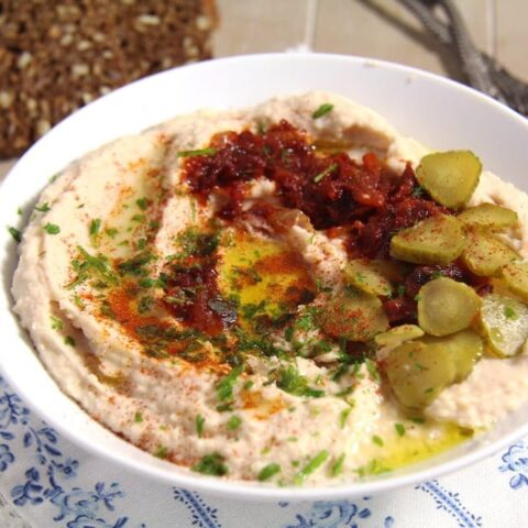 recipe for Romanian fasole batuta with garlic and onions