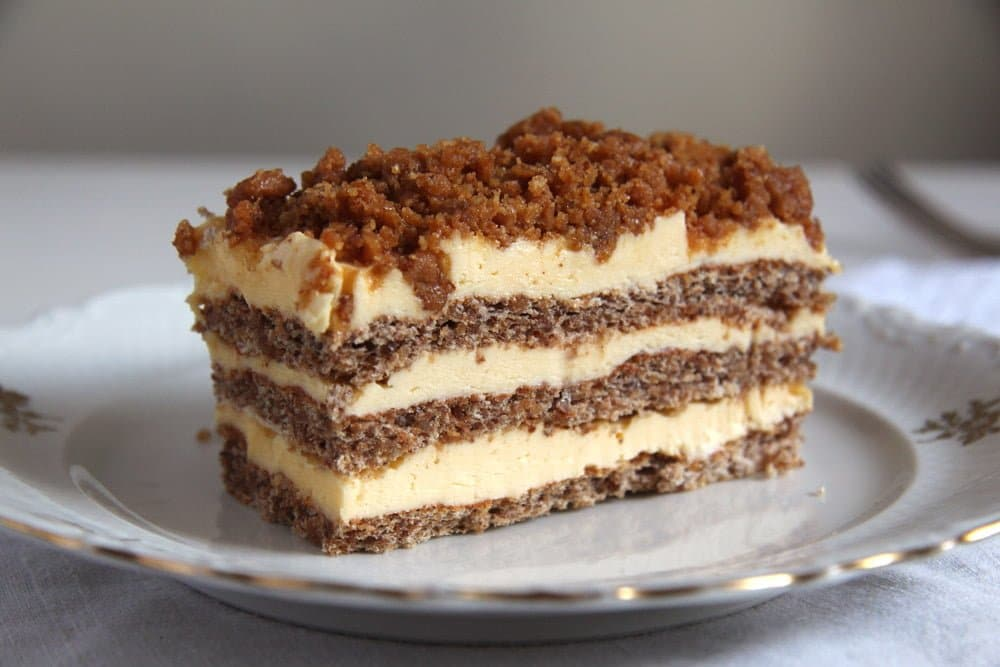 cake walnut Caramelized Walnuts Buttercream Cake