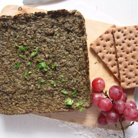 easter drob with crispbread and grapes