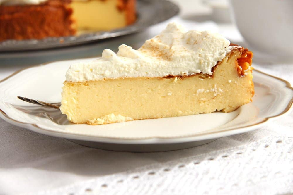 easy crustless cheesecake with whipped cream