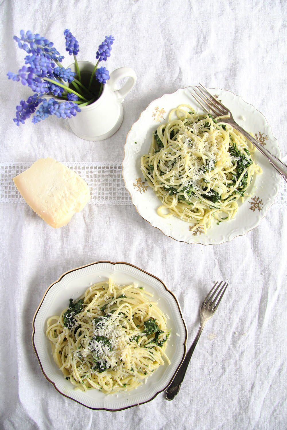 spaghetti spinach garlic Spaghetti with a Creamy Spinach Garlic Sauce