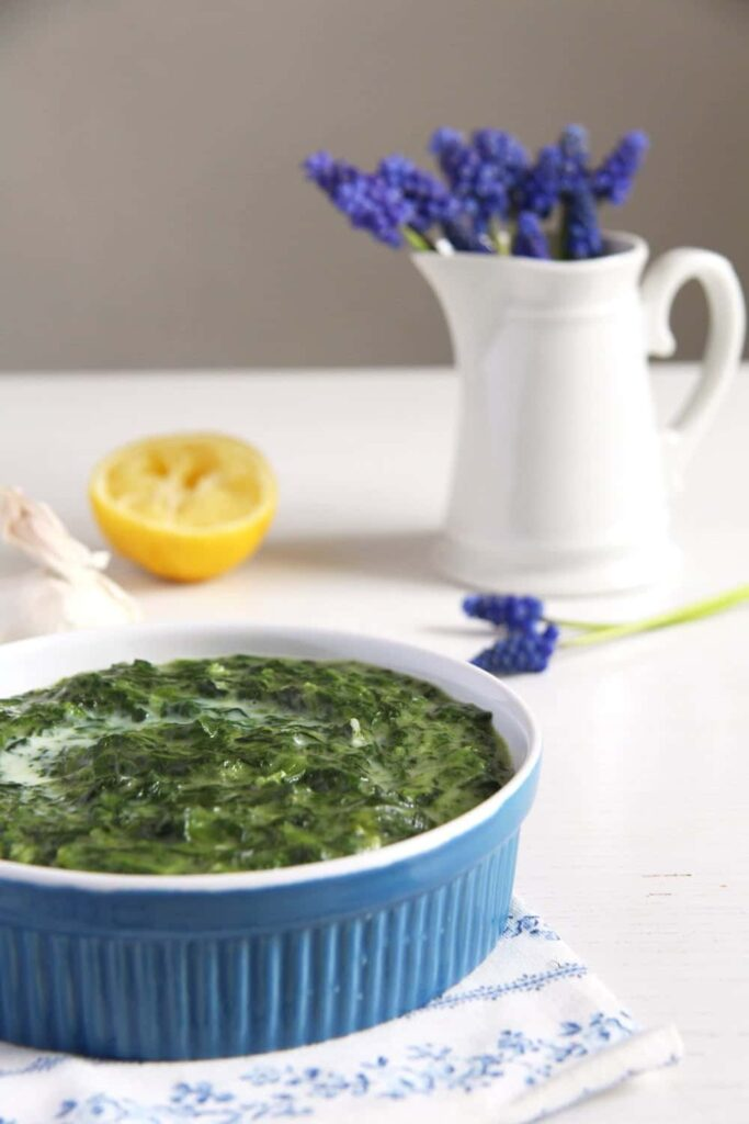 spinach bechamel romanian 683x1024 Creamy Spinach in Béchamel Sauce with Garlic