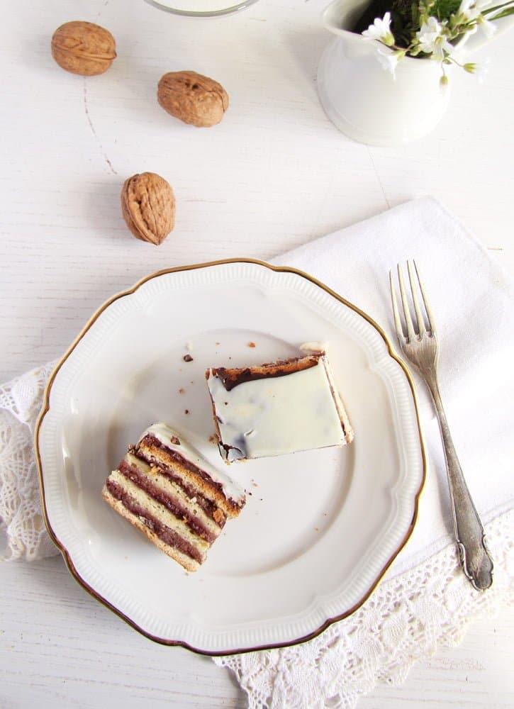 greata garbo cake Layered Cake with Walnuts and Jam   Prajitura Greta Garbo