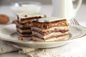 greta garbo cake jam 300x200 Layered Cake with Walnuts and Jam   Prajitura Greta Garbo
