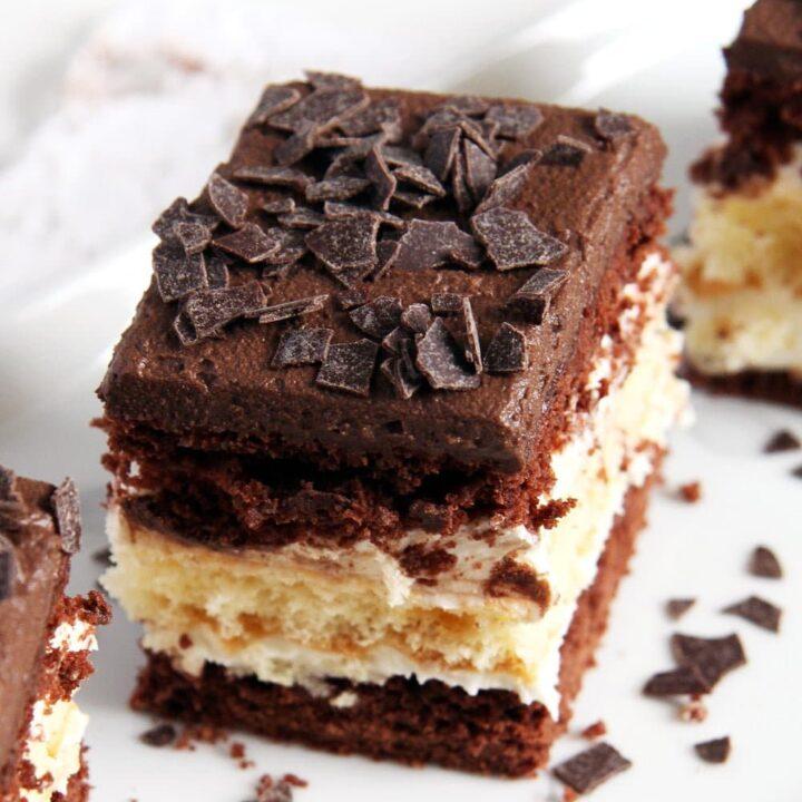 layer cake 720x720 Layered Chocolate Vanilla Cake