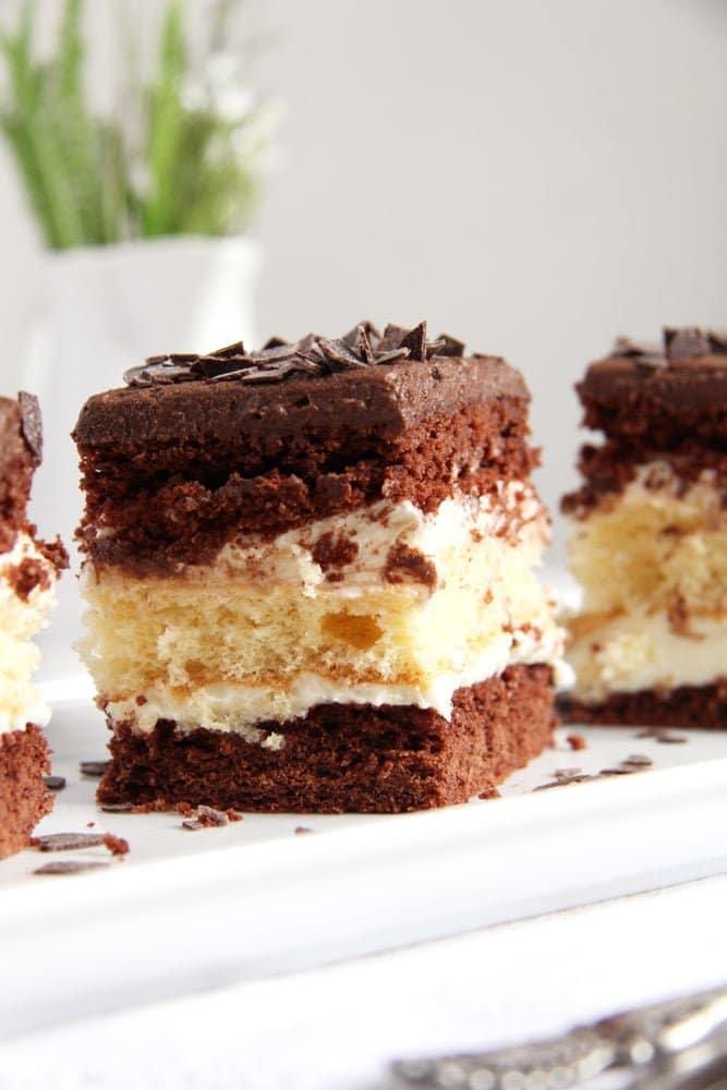 layer cake chocolate Layered Chocolate Vanilla Cake