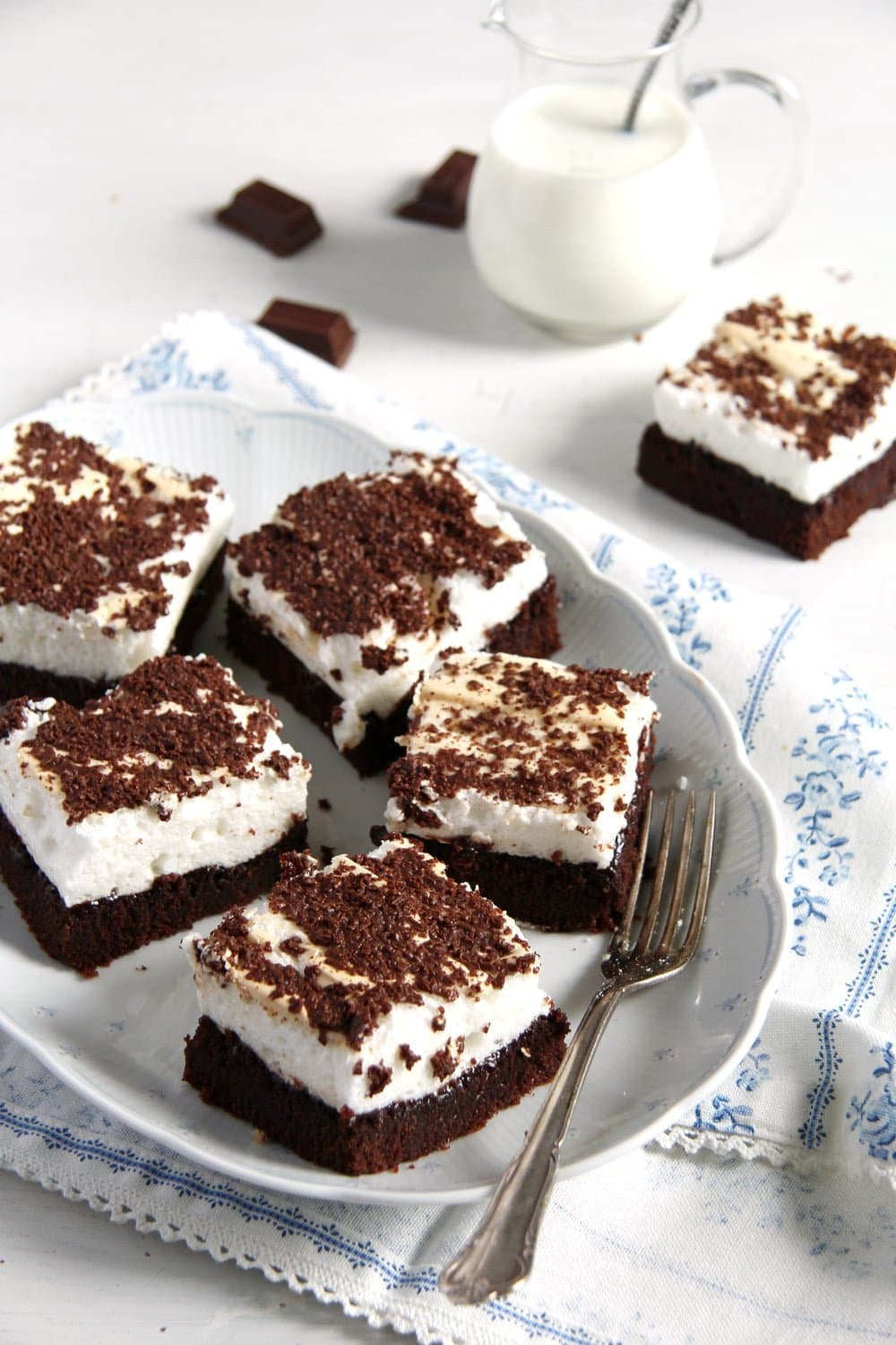 romanian brownie meringue Moist Brownies with Meringue Topping   Romanian Negrese Recipe