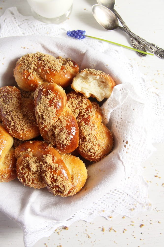 moldavian pastry yeast Moldavian Yeast Pastries with Honey Walnut Topping – Mucenici