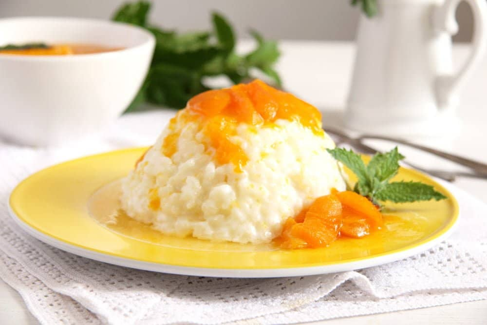 milk rice served with apricot sauce