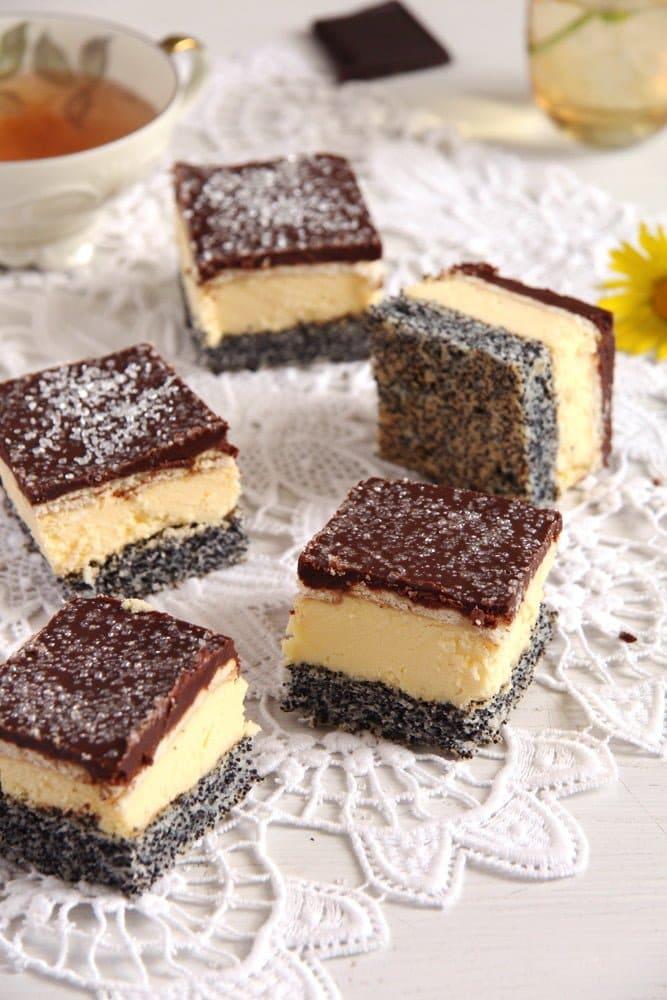 poppy vanilla cake 2 Vanilla Poppy Seed Cake with Chocolate Glaze – Romanian Tosca Cake