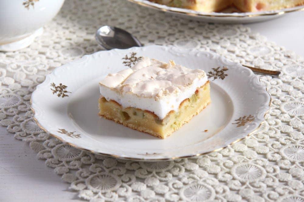 rhubarb meringue cake easy Rhubarb Meringue Cake – Romanian Desserts