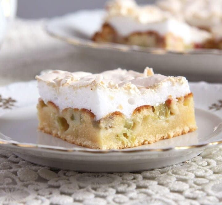 rhubarb cake meringue topping