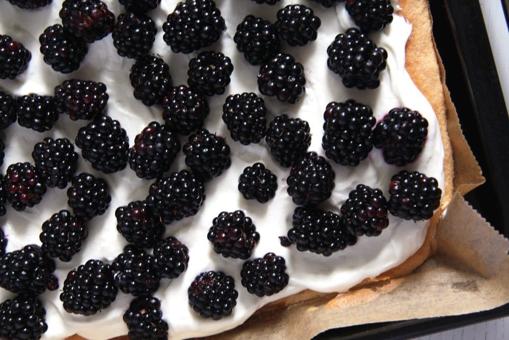 blackberry cake skinny Easy Fresh Blackberry Cake with Whipping Cream