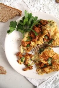 chanterelle 200x300 Easy Chanterelle Omelet with Thyme and Rosemary
