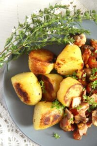 gypsy potatoes bacon 200x300 Potatoes with Bacon, Ham and Vegetable Sauce – Gypsy Recipe